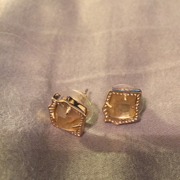 c7fafc05e Kendra Scott Jewelry - Kendra Scott Kirstie stud earrings in brown pearl.